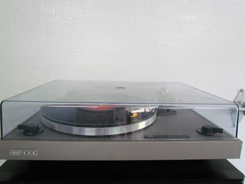 Vintage White CEC Turntable/Record Player