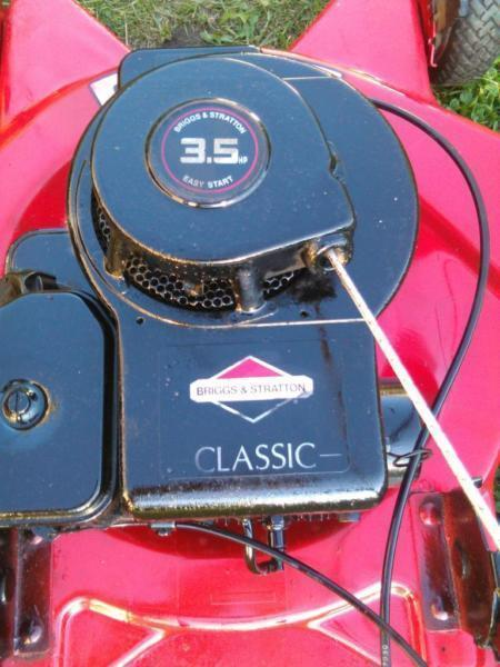 LAWN MOWER CHAMPION BRIGGS AND STRATTON POWERED