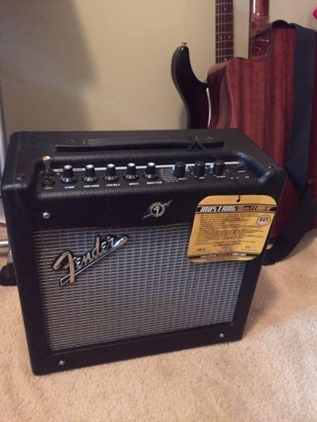 Electric guitar amp - fender mustang 2