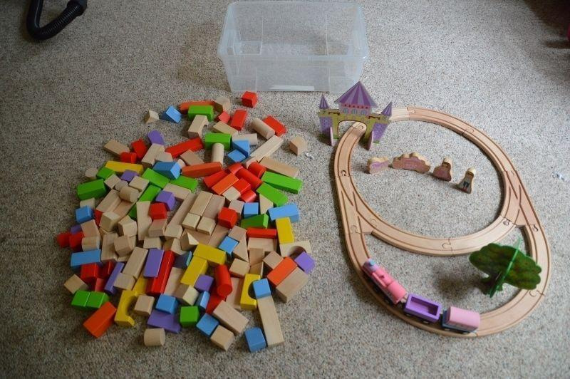 WOODEN BUILDING BLOCKS AND TRAIN SET