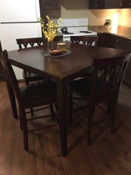 Table and 4 chairs - counter height