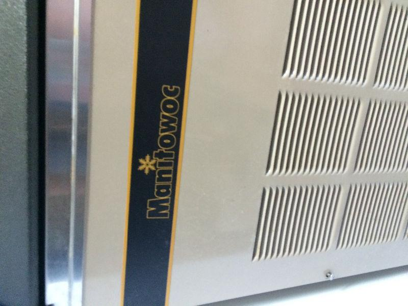 MANITOWOC 250 lb COMMERCIAL UNDERCOUNTER ICE MACHINE MAKER