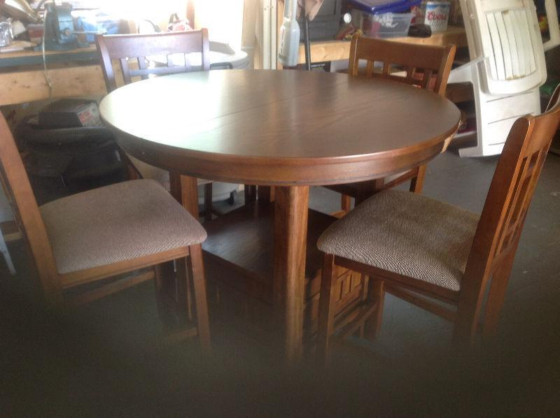 Beautiful bistro-style high dining set (5 piece)