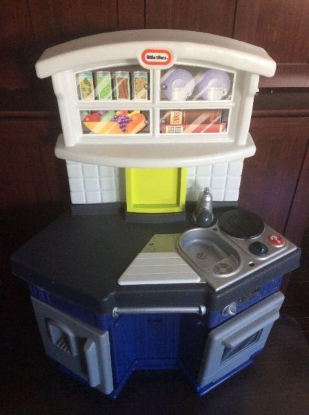 Littel TIkes Kitchen with Accessories