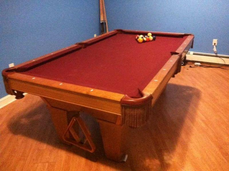 Pool table 3.5 x 7 ft. For Sale. Brunswick contender