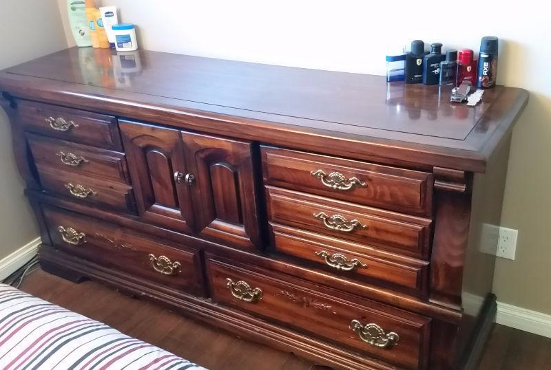 Antique-style, solid-wood queen bedroom set in vr good condition