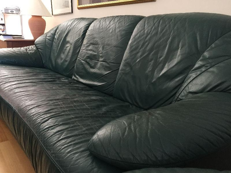 Free leather suite for pick-up by Monday night