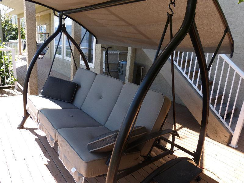 Sturdy, attractive 3-person patio/yard swing with canopy