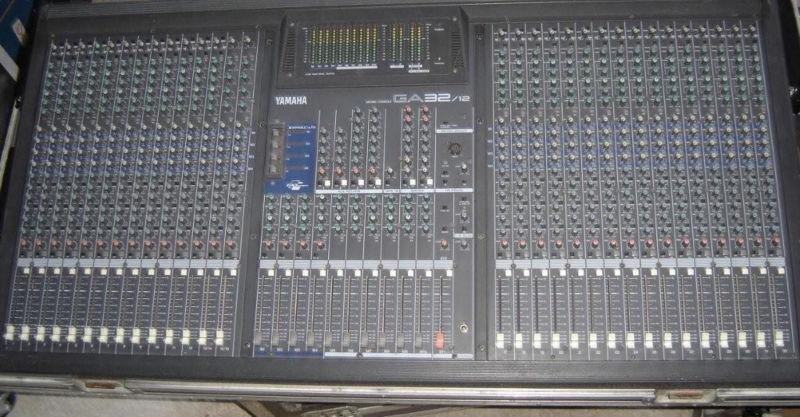 mixer yamaha ga32-12 32 ch 10 aux with road case