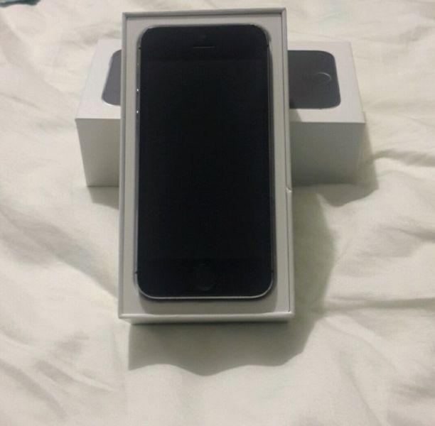 UNLOCKED IPHONE 5S / 16 GB