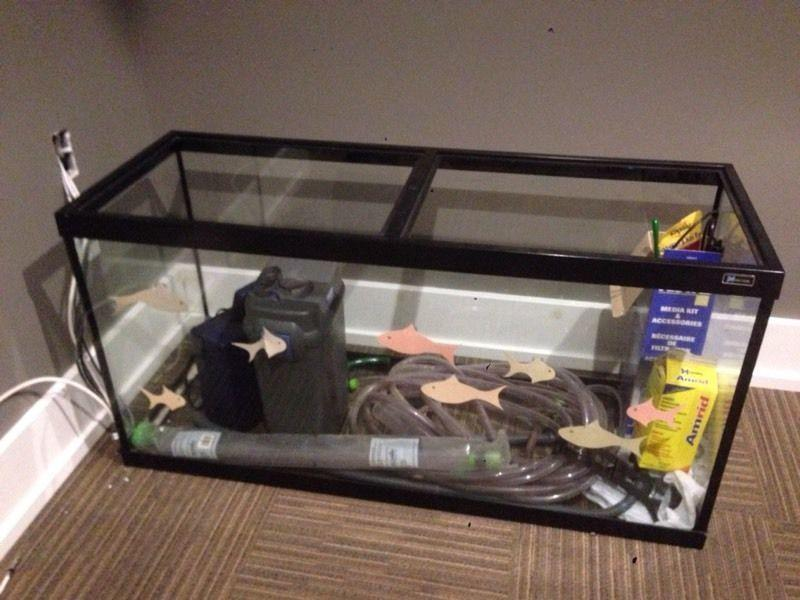 90 gallon Fisk tank. Aquarium with filter and accessories