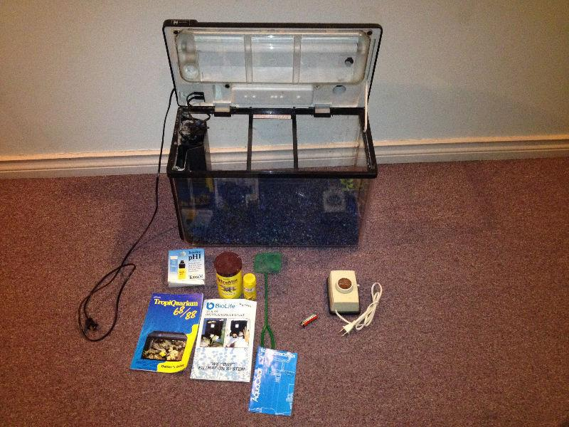 19 gallon fish tank w/ light,filter, rocks + more see pic - $79