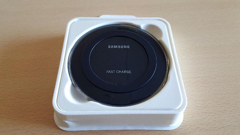 BRAND NEW Samsung Wireless Charging Stand - Black