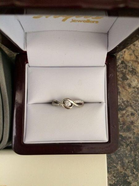 Wanted: Ladies wedding ring set for sale