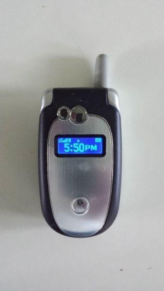Motorola Flip Cell Phone (Locked to Rogers) V551