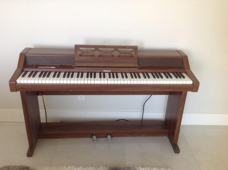 Roland HP 400 Digital Piano in Great Condition