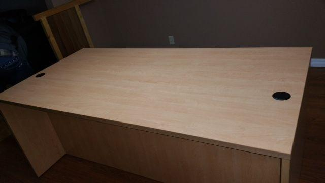 office table ( Brand new, unopened box)