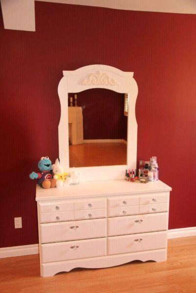 6-Drawer Dresser with Mirror (White)