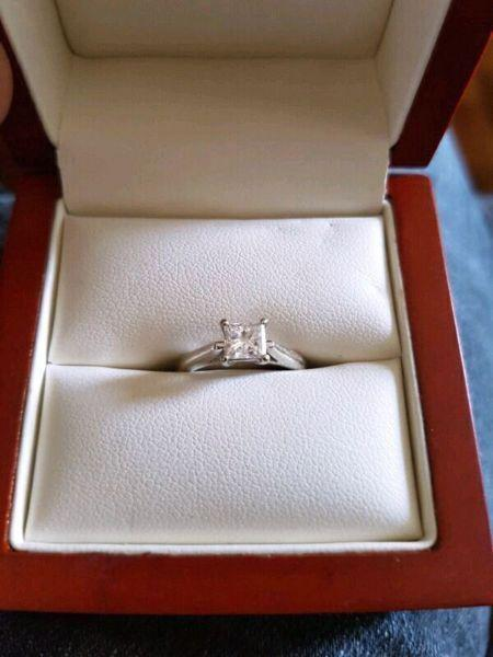 Engagement ring for SALE!!!