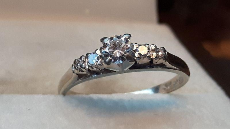 ENGAGEMENT/WEDDING 5 STONE DIAMOND RING Appraised at $1430.00