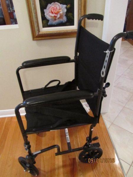 Wheelchair/transport chair, chaise roulante ou de transport