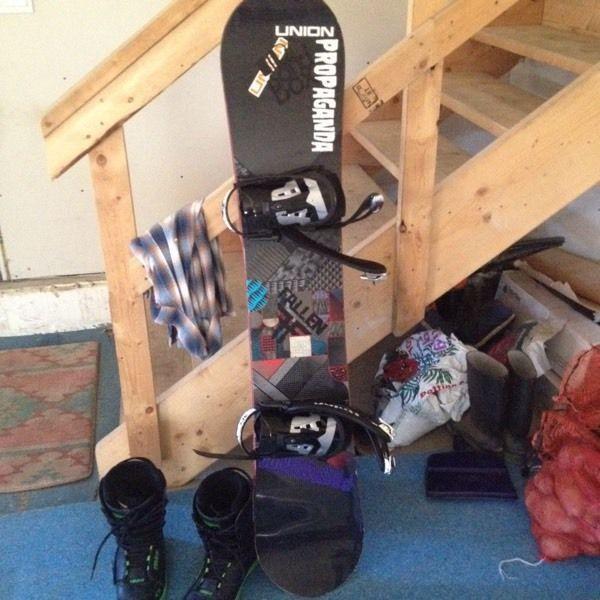Burton board and boots 550$