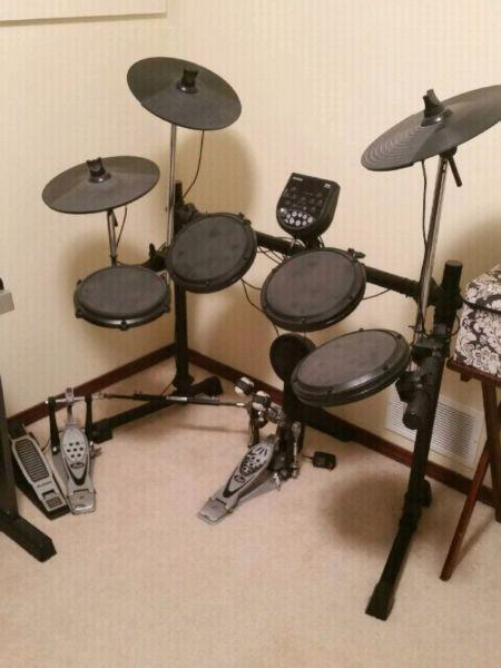 Elec drum kit. Used 3 times
