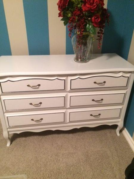 Provincial dresser with 6 drawers, like new