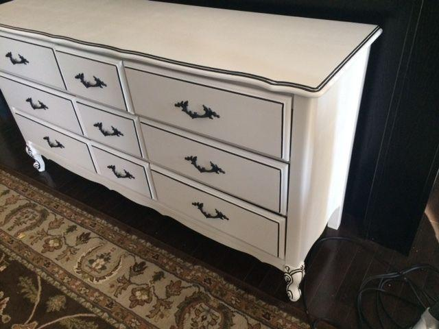 Provincial dresser with 9 drawers, Very good condition