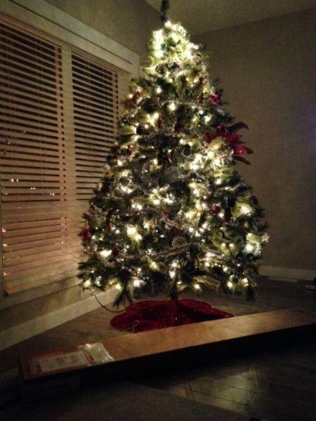 Pre lite Christmas Tree 6ft Beautiful Tree Clear lights